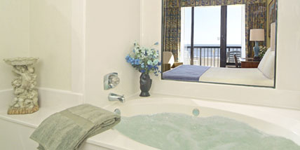 Capes Hotel - Virginia Beach Oceanfront Resort Queen Whirlpool Room